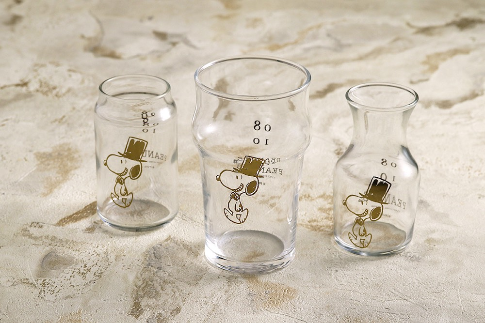 8月10日のスヌーピーの誕生日を記念した数量限定「ミニカフェグラス Happy Birthday!!!」