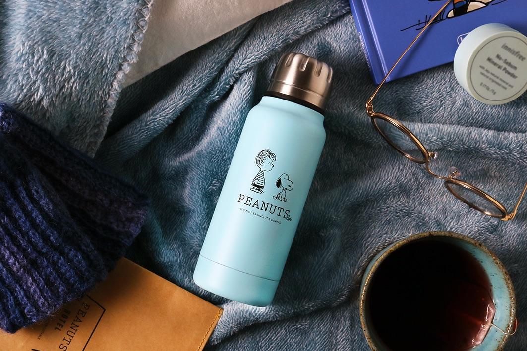 「PEANUTS Cafe × thermo mug アンブレラボトルミニ」に新色ブルーが登場!
