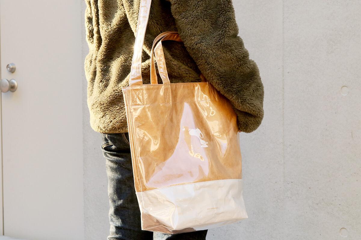 トートバッグとしてもショルダーバッグとしても使える2WAY仕様「タイベック PVC 2WAYトートバッグ」
